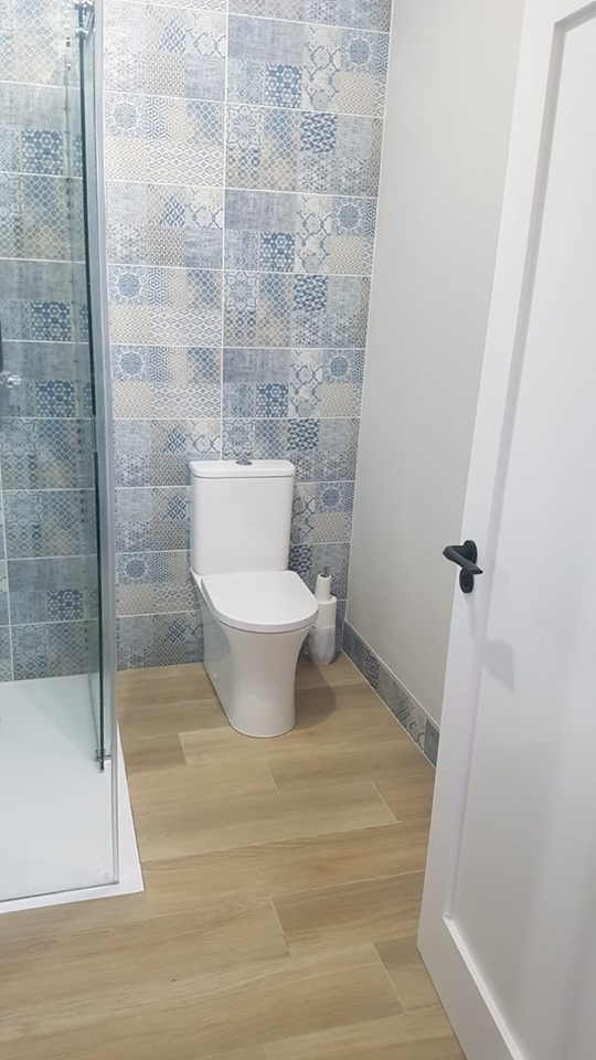 Tiled Ensuite Bathroom